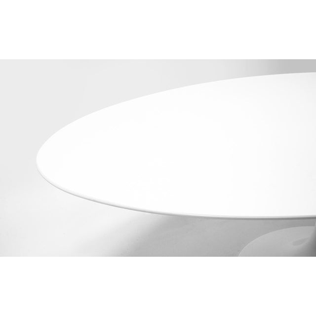 Mid-Century Modern Eero Saarinen Oval Tulip Base Dining Table, White Laminate Top For Sale - Image 3 of 8
