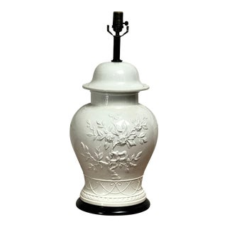Vintage Chinoiserie White Ceramic Table Lamp For Sale