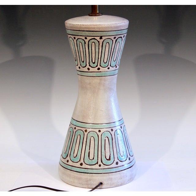 Mid-Century Modern 1960s Bitossi Pottery Londi Vase Italian Raymor Geometric Abstract Ceramic Lamp For Sale - Image 3 of 7