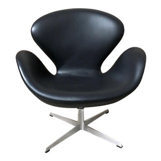 Arne Jacobsen for Fritz Hansen Leather Swivel Tilt Swan Chair For Sale