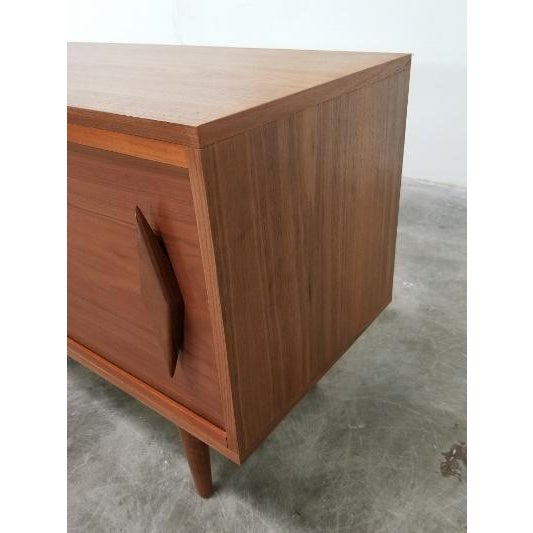 Brown Mid Century Modern Style Walnut Veneer Credenza/Media Records Cabinet For Sale - Image 8 of 13