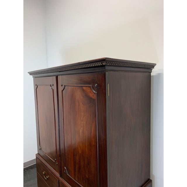 Antique Late 18th / Early 19th Century Walnut & Mahogany Chippendale Linen Press For Sale - Image 11 of 13
