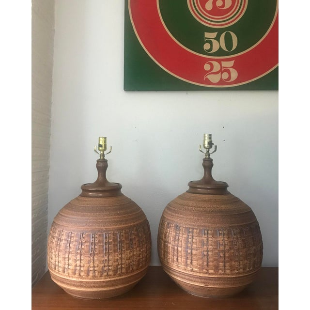 Boho Chic Bob Kinzie for Affiliated Craftsman Pottery Lamps - A Pair For Sale - Image 3 of 7