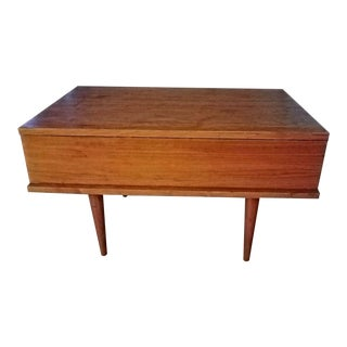 1940s Mid Century Modern Hoke Furniture End Table With Drawer For Sale