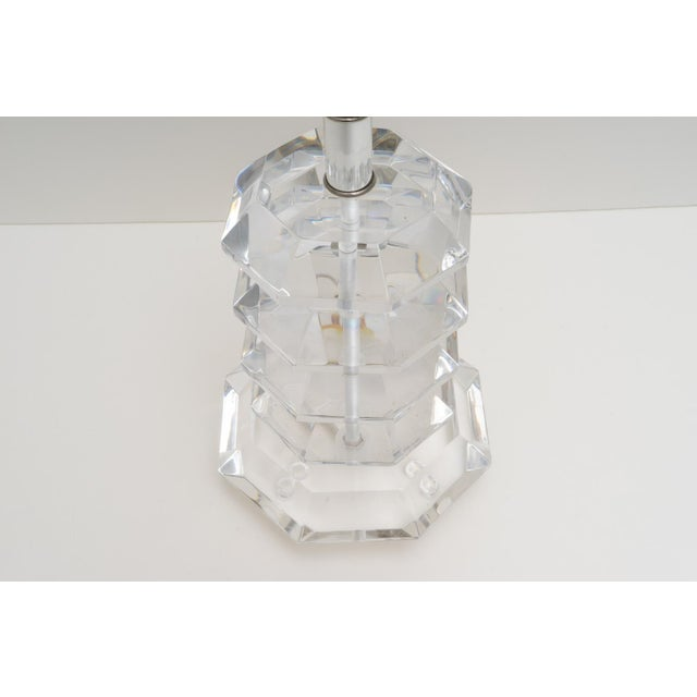 Hollywood Regency 1970s Pagoda Form Lucite Table Lamp For Sale - Image 3 of 8