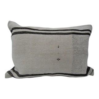 Vintage Turkish Kilim White Pillow Cover For Sale