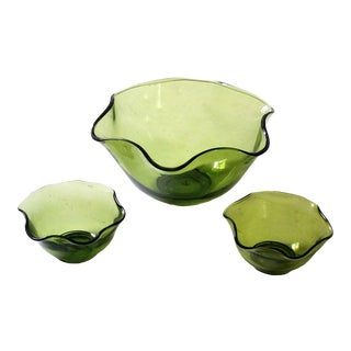 1950s Mid-Century Green Art Glass Snack Serving Bowls - Set of 3 For Sale