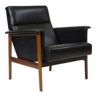 Rosewood and Black Leather Lounge Chair For Sale