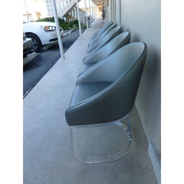 1970's Lion in Frost Swivel Tubular Lucite with Chrome Dining Chairs - Set of 6 For Sale In Miami - Image 6 of 12