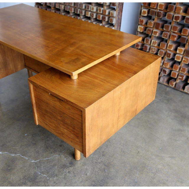 Brown Walnut Desk by Milo Baughman for Glenn of California For Sale - Image 8 of 13