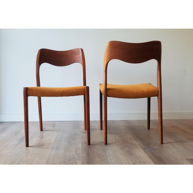 J.L. Møllers Møbelfabrik Newly Upholstered 1960s Niels Moller Model 71 Dining Chairs - Set of 6 For Sale - Image 4 of 13