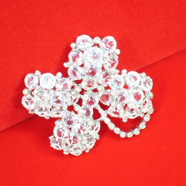Reja Rhodium & Sterling Cut Crystal Four Leaf Clover Brooch, 1940s For Sale In Los Angeles - Image 6 of 12