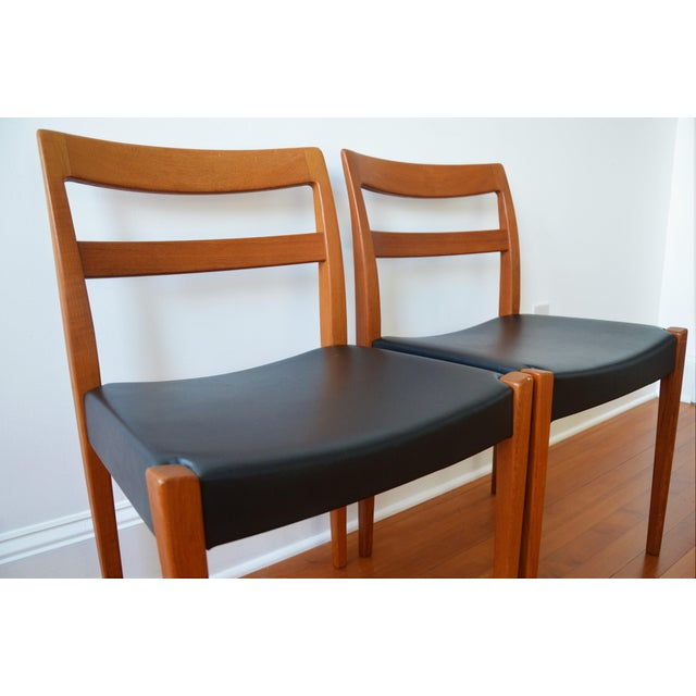 """Mid-Century Modern Swedish Modern Teak """"Garmi"""" Dining Chairs by Nils Jonsson for Troeds - a Pair For Sale - Image 3 of 11"""