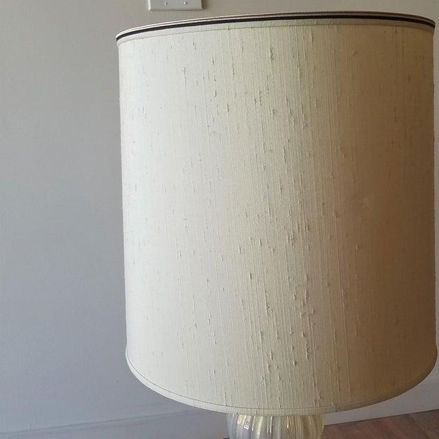 White Mid 20th Century Italian Murano Aventurina Glass Table Lamp For Sale - Image 8 of 13