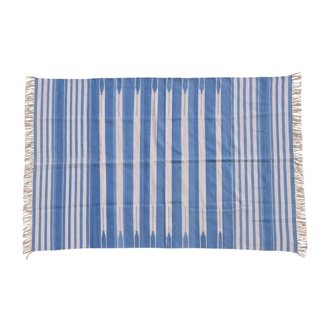 Ivy Rug, 8x10, Cornflower Blue & White For Sale