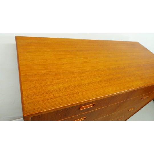 1960s Mid Century Danish Modern Teak Chest 5 Drawer Dresser by Falster For Sale In Orlando - Image 6 of 9