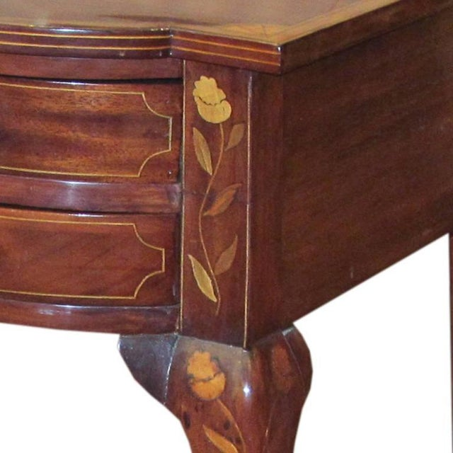 Queen Anne Dutch Serpentine Mahogany and Marquetry Inlaid Table For Sale - Image 3 of 4