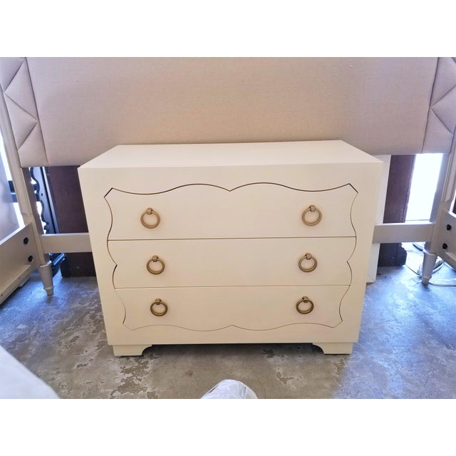This beautiful Bernhardt chest is made of maple veneers with an alabaster finish for that smooth creamy look. Three...