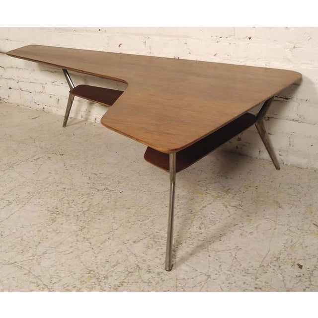 Rare Designer Table in Kidney Shape For Sale In New York - Image 6 of 6