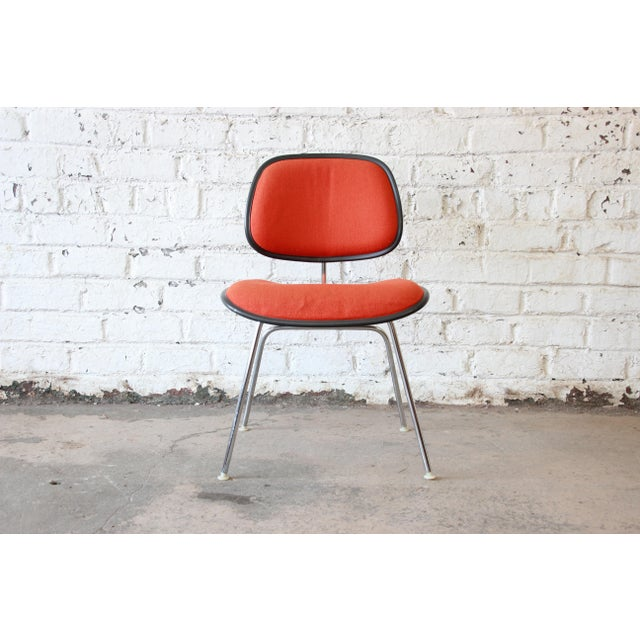 Offering a very nice EC-127 DCM side chair designed by Charles & Ray Eames for Herman Miller, circa 1971 to 1981....