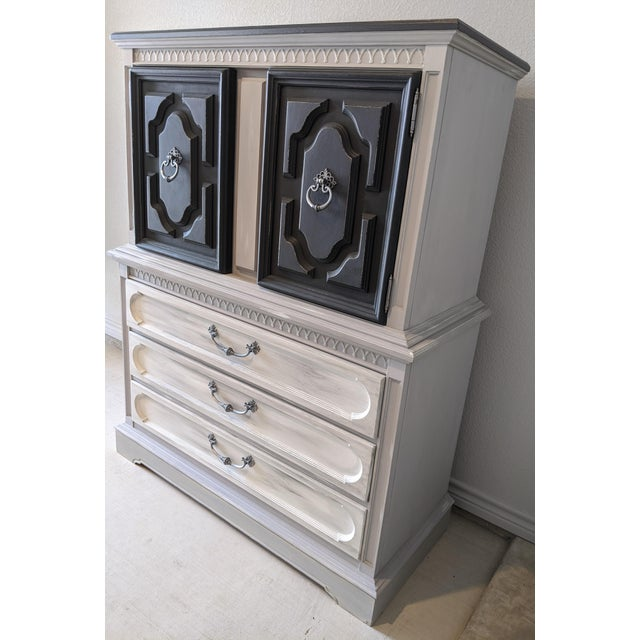 This gorgeous piece has been handpainted in a multi-layer, weathered wood / gray finish. Some light distressing has been...