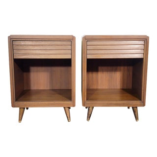 Mid Century Modern Walnut Cubby Nightstands - a Pair For Sale