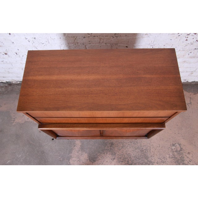 United Furniture Corporation Mid-Century Modern Sculpted Walnut Diamond Front Highboy Dresser by United For Sale - Image 4 of 13