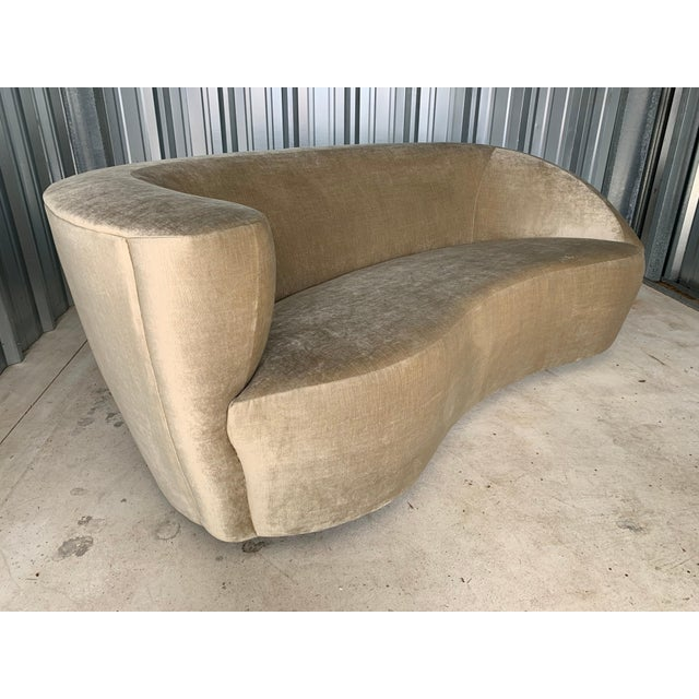 "Mid-Century Modern Vladimir Kagan for Directional 'Nautilus' Sofa in ""Moon Beam"" Velvet For Sale - Image 3 of 9"
