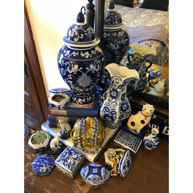Ceramic Late 20th Century Blue & White Ceramic Chinoiserie Box For Sale - Image 7 of 9