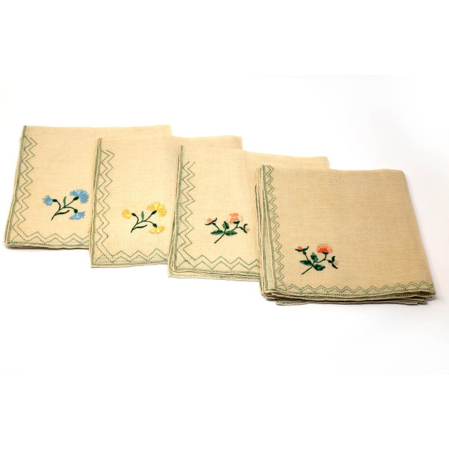 1970s Vintage Italian Embroidered Linen Napkins and Placemats - Set of 16 For Sale - Image 5 of 12