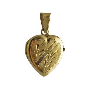 Vintage 18k Gold Engraved Heart Picture Locket For Sale