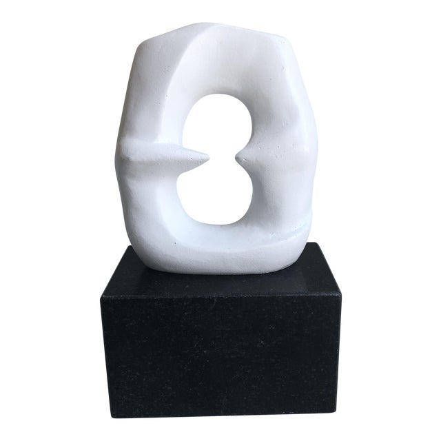 White Banf Negative Space Statue - Image 1 of 6