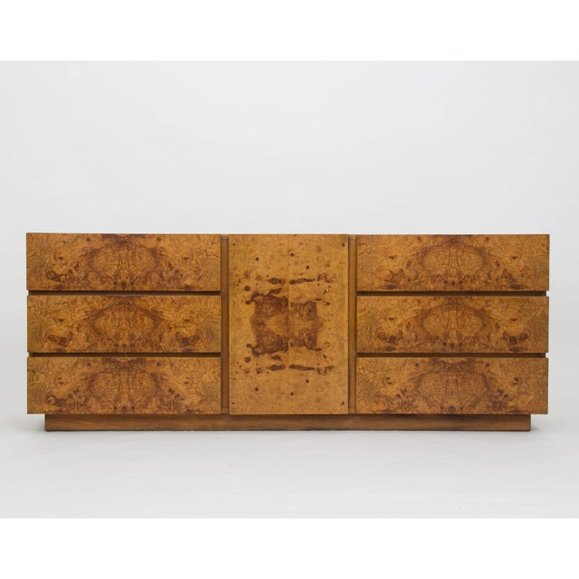 From Lane's 1970s collaboration with Milo Baughman, this nine-drawer credenza or dresser has a case of mahogany, and six...