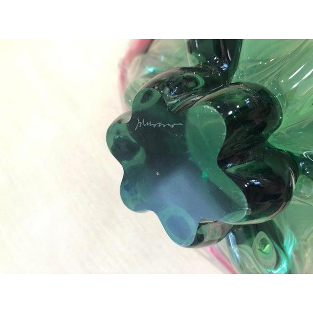 Glass 1960s Vintage Murano Glass Triangle-Shaped Green and Pink Bowl, Signed For Sale - Image 7 of 11
