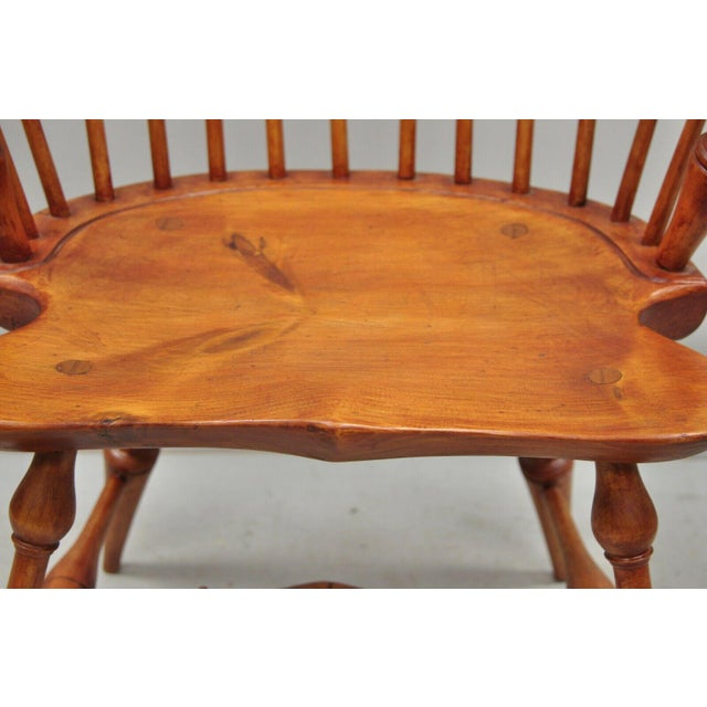 Antique d.r. Dimes Wooden Windsor Bow Back Continuous Arm Dining Chair (B) For Sale - Image 11 of 13