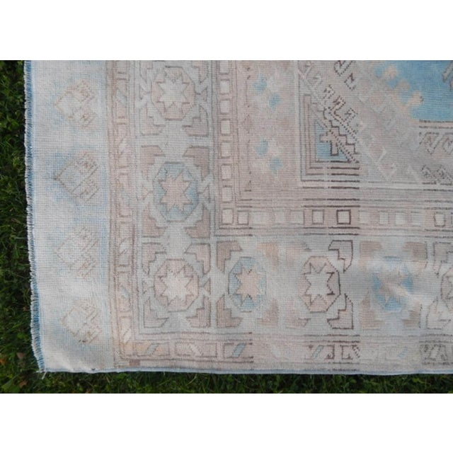 Vintage 1960s Anatolian Geometric Distressed Kars Wool Oushak Rug For Sale In Dallas - Image 6 of 13