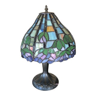 1980s Vintage Dale Tiffany Stained Glass Table Lamp For Sale