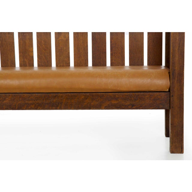 Brown Arts & Crafts Mission Oak and Leather Hall Settle Settee Sofa, Early 20th Century For Sale - Image 8 of 13