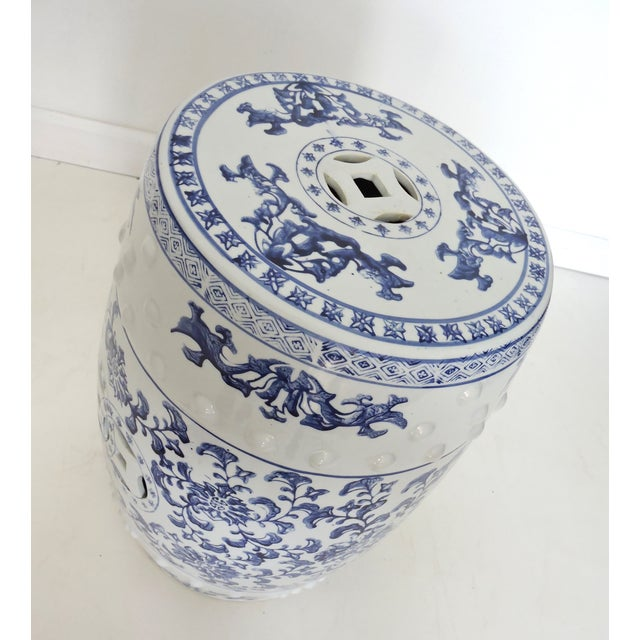 Blue & White Chinese Garden Seat - Image 2 of 4