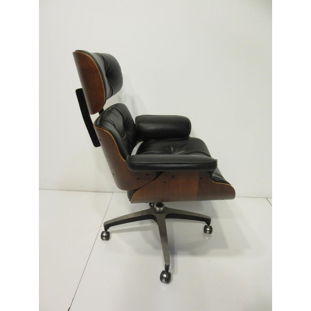 Mid-Century Modern Mid-Century 670 Walnut / Leather Rolling Desk Chair by Selig For Sale - Image 3 of 11