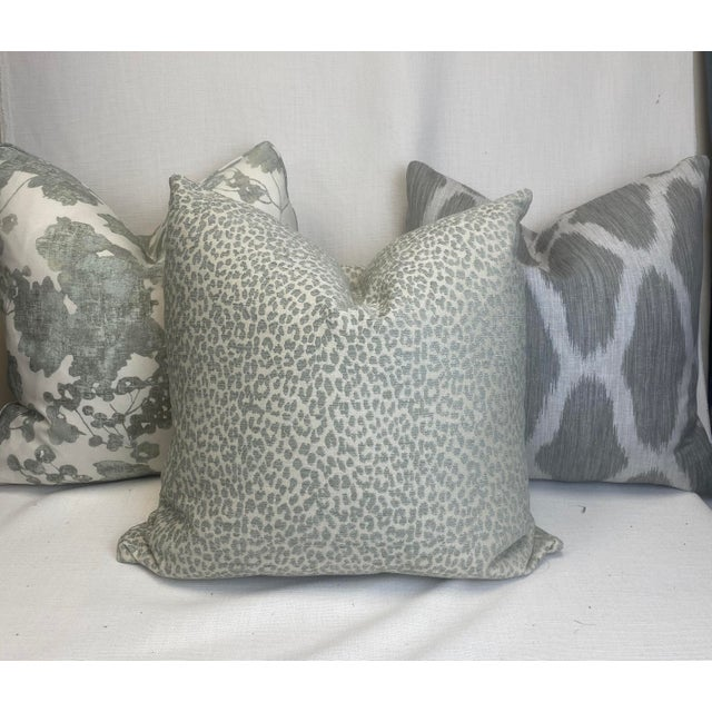 """Kravet """"Hutcherleigh"""" in Calm 22"""" Pillows - a Pair For Sale In Greensboro - Image 6 of 7"""