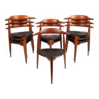 Set of 9 Hans Wegner Stacking Chairs for Fritz Hansen Model 4104 For Sale