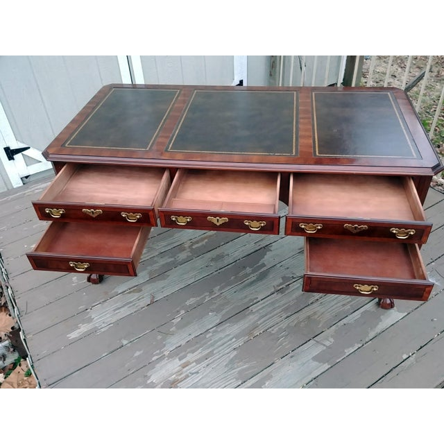Chippendale Henredon Folio 10 Leather Top Style Banded Mahogany Writing Desk For Sale - Image 6 of 13