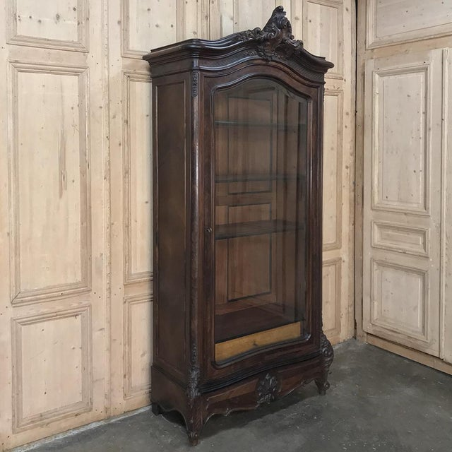 French 19th Century French Louis XV Rosewood Display Armoire ~ Bookcase For Sale - Image 3 of 13