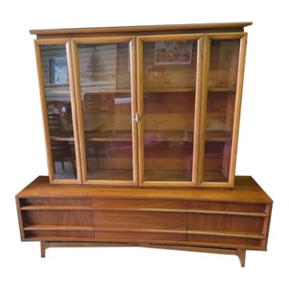 Young Manufacturing Co. Mid-Century Modern China Cabinet Hutch