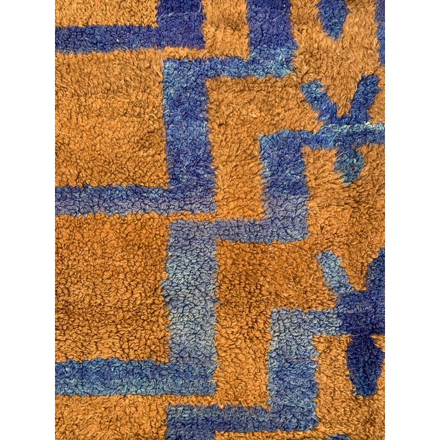Late 20th Century Long Hair Turkish Brown & Blue Geometric Step Pattern Rug- 4′3″ × 6′9″ For Sale - Image 5 of 9