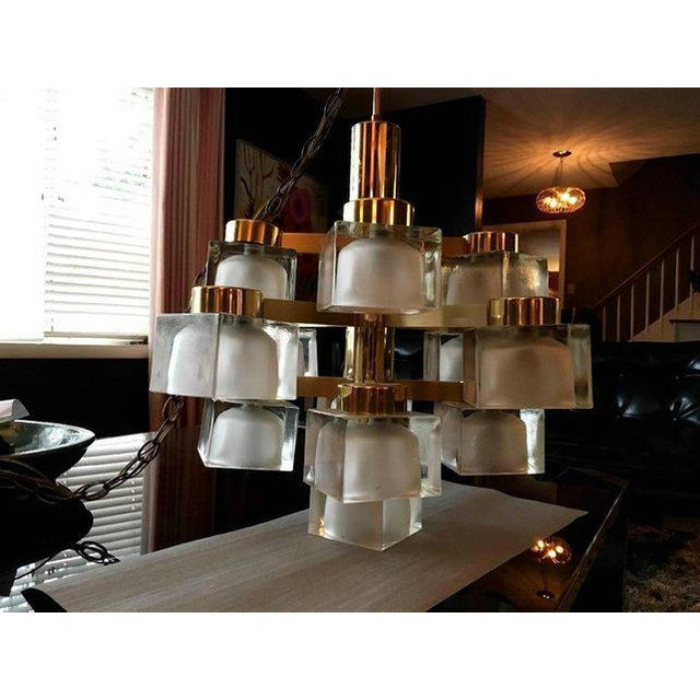 Gaetano Sciolari Large Gaetano Sciolari 13 Frosted Cube Brass Chandelier For Sale - Image 4 of 11