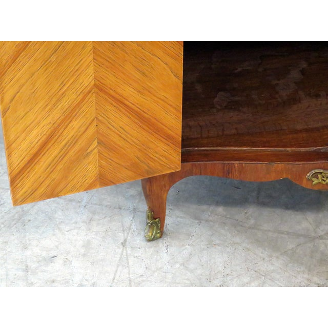 Bronze Pair of Maison Jansen Inlaid Marble Top Commodes For Sale - Image 7 of 11