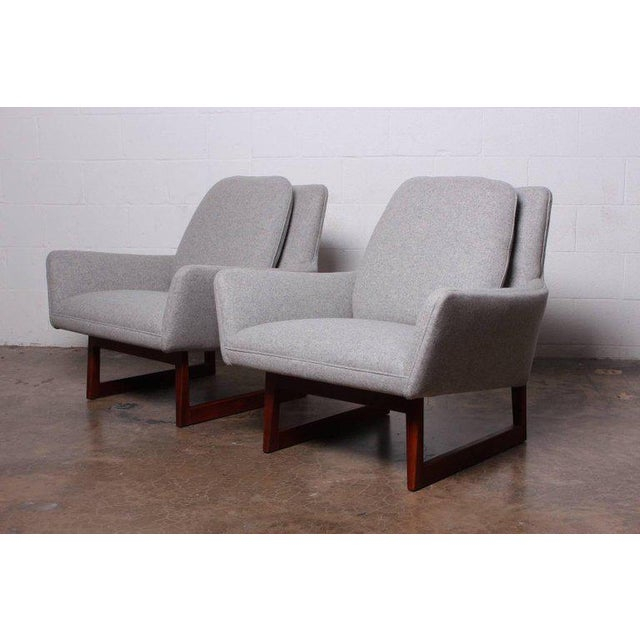 Textile Pair of Lounge Chairs by Jens Risom For Sale - Image 7 of 13