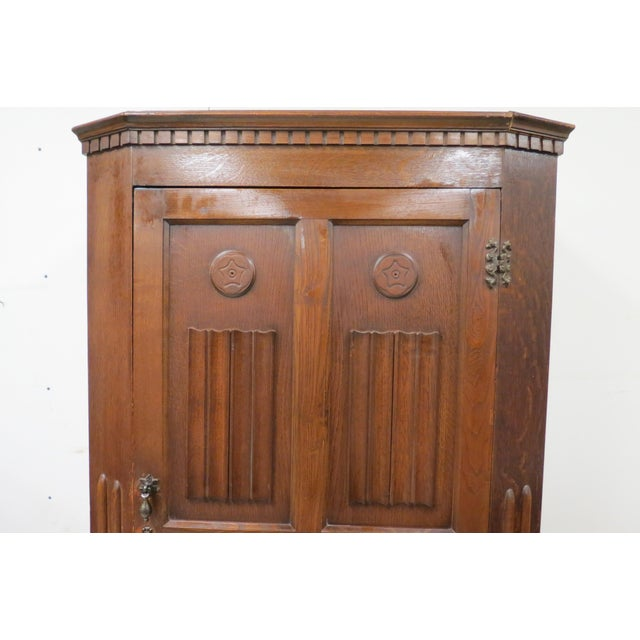 Early 20th Century English Tiger Oak Linen Fold Wardrobe With Interior Mirror For Sale - Image 5 of 13